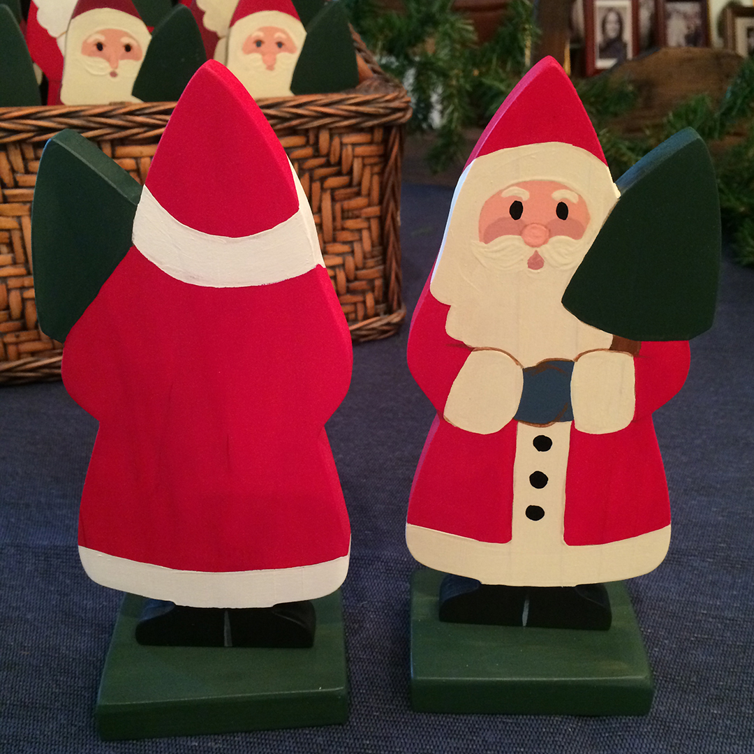 front and back of wooden standing santas