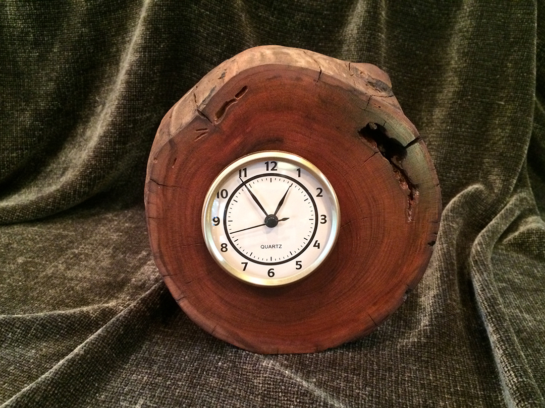 Cherry desk clock with quartz movement
